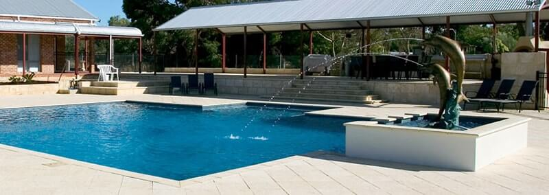 Stairs, pool paving & bullnose in Slate Natural with water features