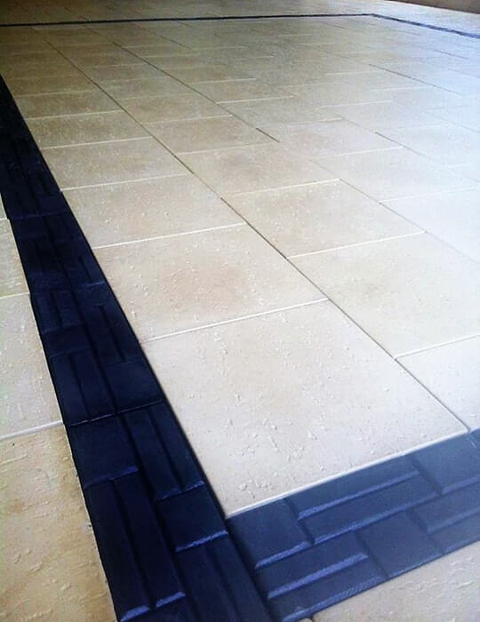 Castlestone pavers in Reef pattern Sunny Yellow & Inca Charcoal border