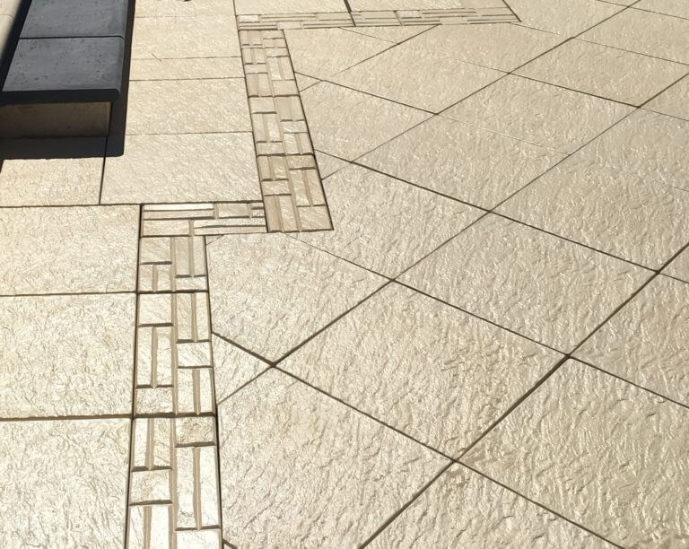 Castlestone Inca border in same light colour as paving subdued contrast