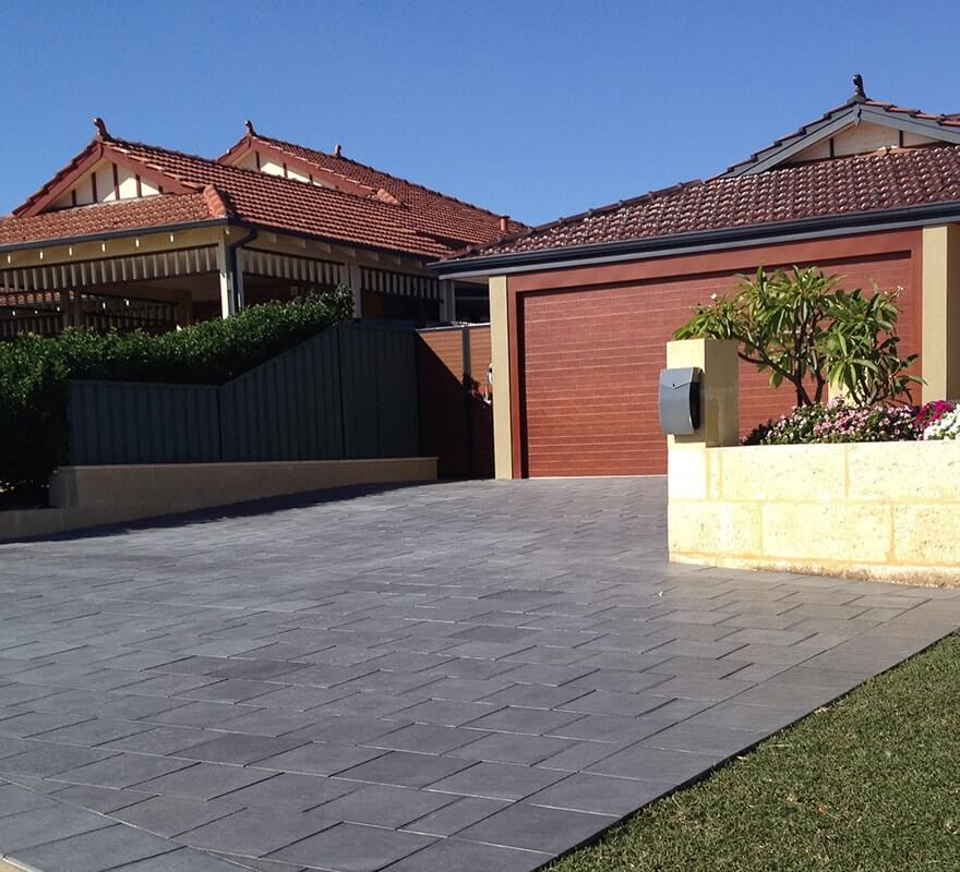 Charcoal driveway 60mm pavers in Castlestone Beach pattern
